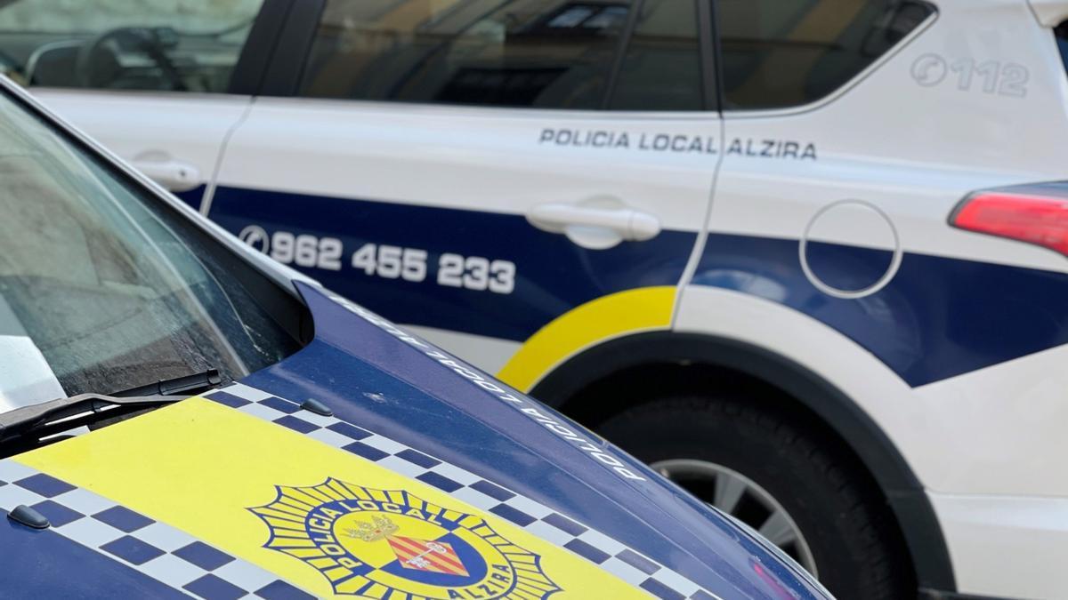 Imagen de archivo de un coche de la policía local de Alzira.