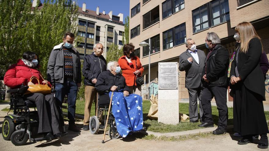 Homenaje a Ursicina Martínez en Zamora: placa en los jardines que llevan su nombre