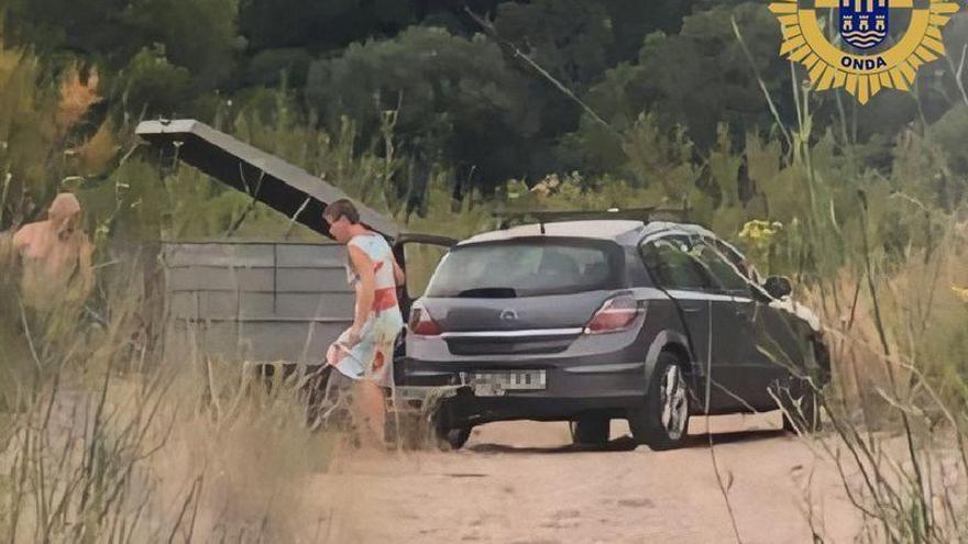 La Policía Local de Onda pilla a dos vecinos tirando vertidos en la Viuda y les multa con 3.000 €