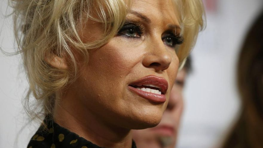 Pamela Anderson contra las corridas de toros
