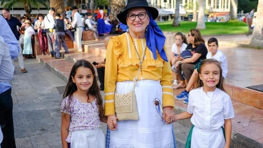 Los romeros desbordan las calles del Puerto en honor a La Luz
