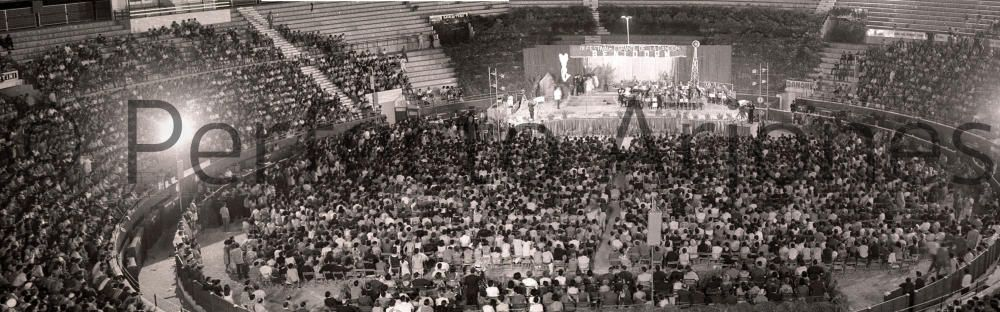 ASPECTO PARCIAL DE LA PLAZA DE TOROS DURANTE LA CELEBRACIÓN DEL IX FESTIVAL ESPAÑOL DE LA CANCIÓN EN BENIDORM. JULIO 1967.