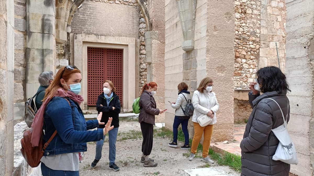 Las primeras visitantes del Monestir de Simat tras la reapertura, el pasado sábado
