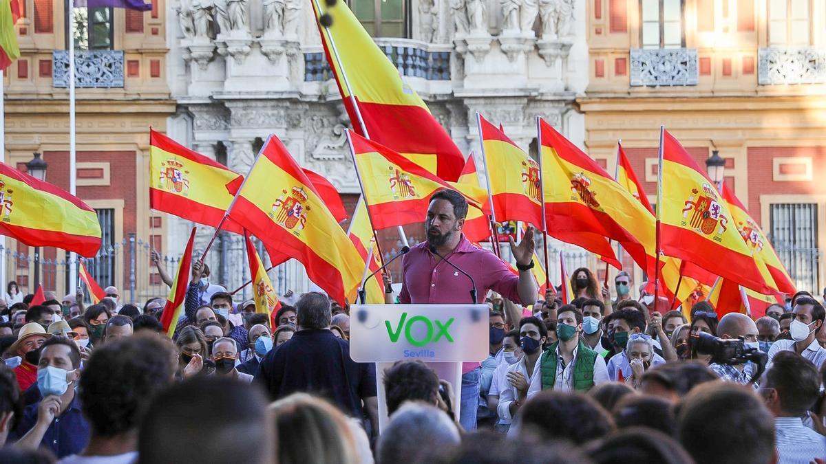 El líder ultra en el acto de Sevilla.