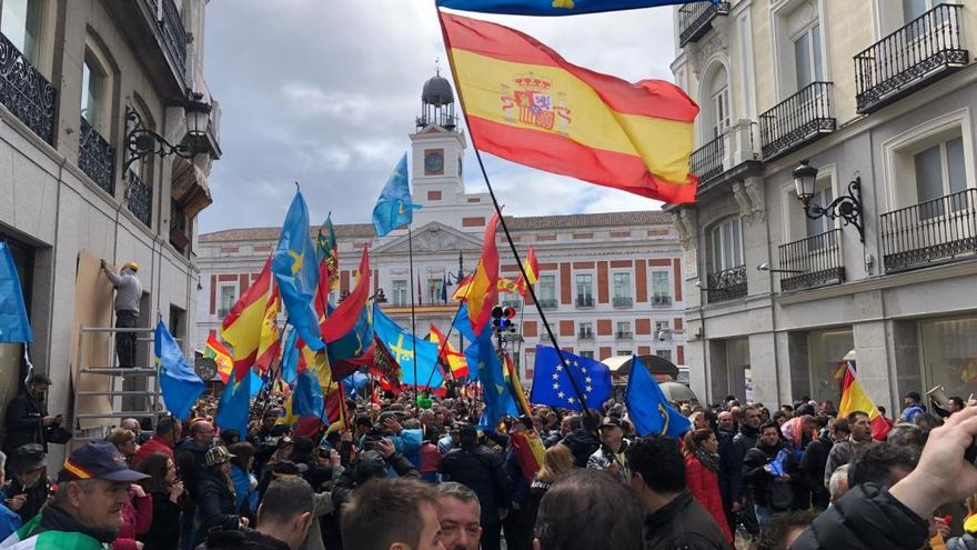 Cientos de policías asturianos viajan a Madrid para exigir la equiparación salarial