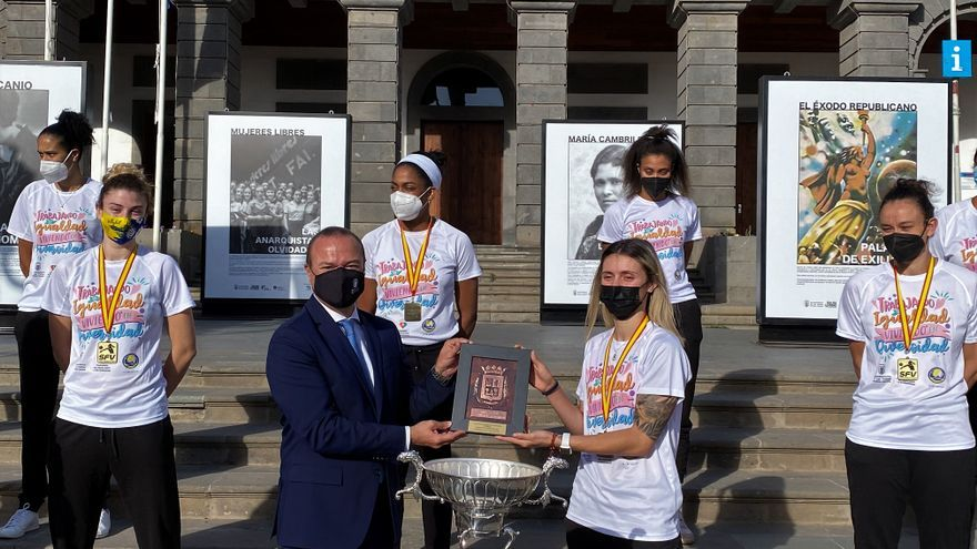 El Ayuntamiento felicita al Club Voleibol JAV Olímpico tras conquistar la Liga Iberdrola Femenina