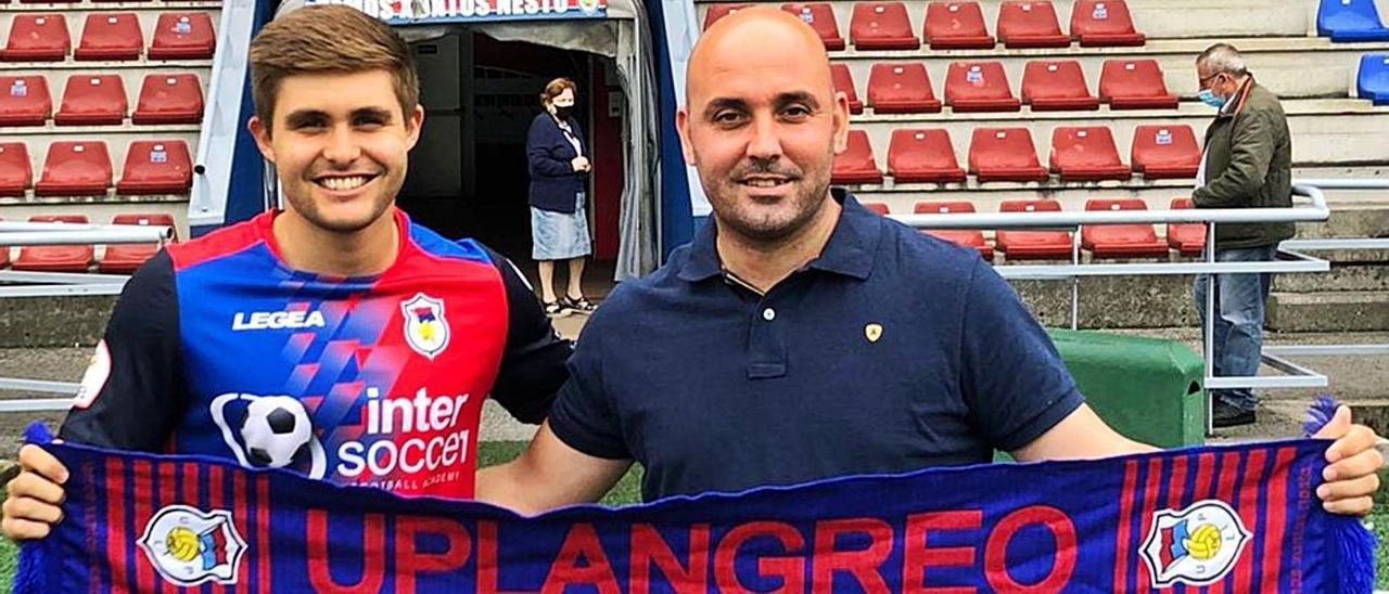 Iván Amores y Dani López, director deportivo, ayer.