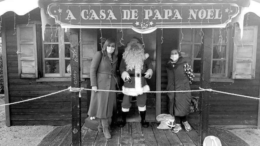 La casa de Papá Noel abre sus puertas en la alameda redondelana para recibir a los niños