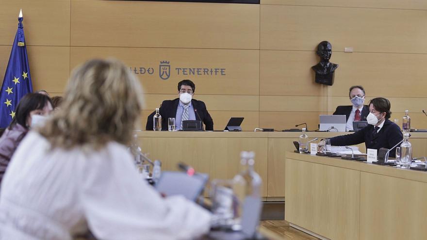 El pleno del Cabildo reprueba la gestión migratoria del Estado
