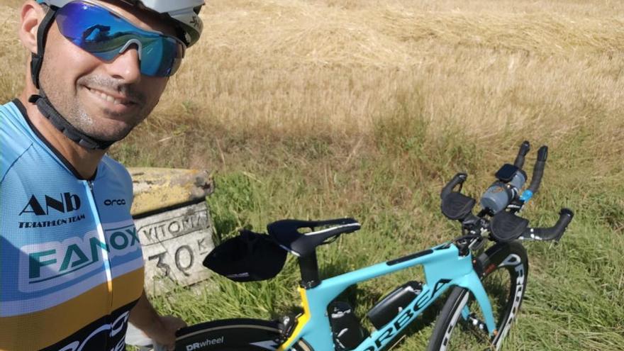 Vueling se expone a una multa de 6.000 euros por romper la bicicleta de Carlos López