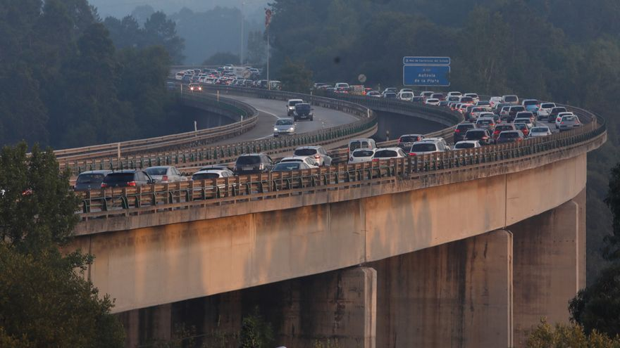 """Un coche averiado a la altura de las obras del tercer carril provoca retenciones kilométricas en la """"Y"""" en sentido Oviedo"""