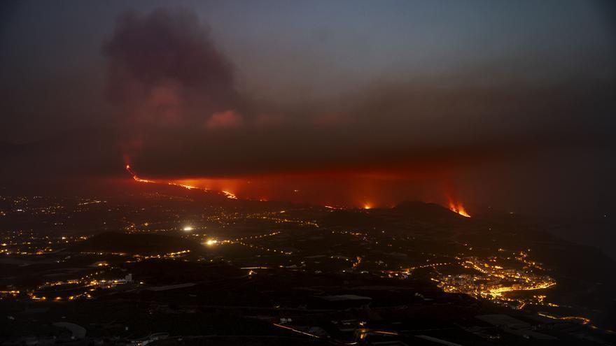 Sin nuevas bocas eruptivas la colada de lava del volcán de La Palma mantendrá el mismo camino