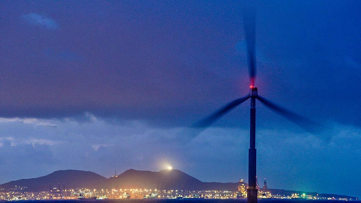 Aerogenerador instalado en las cercanías de la Plataforma Oceánica de Canarias (Plocan). | | JOSÉ CARLOS GUERRA