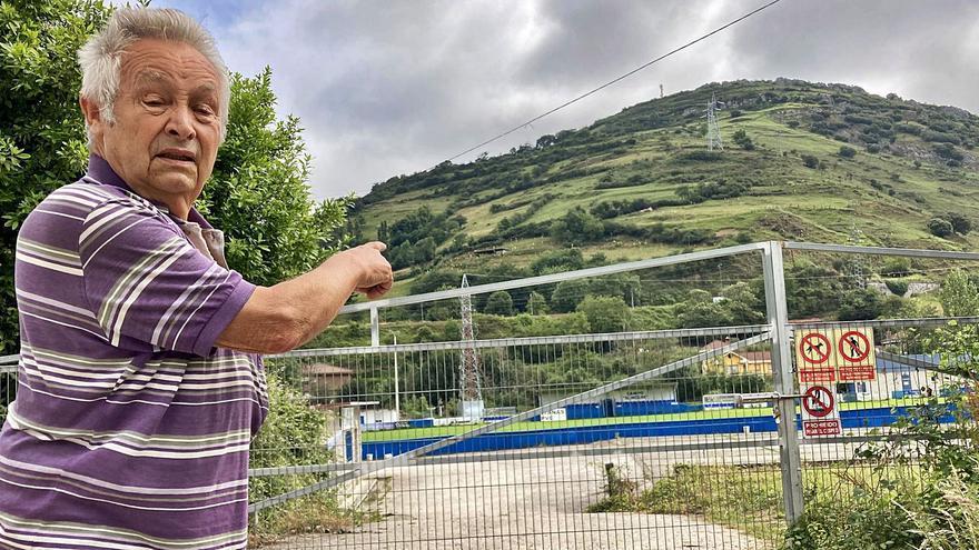 Si Manolo González no quiere, el partido no se juega: un vecino denuncia que el campo del Campomanes ocupa parte de sus terrenos
