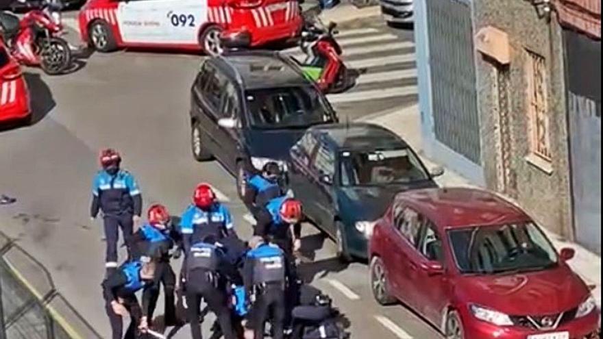 """El vecino de Nuevo Gijón que atacó con un hacha a la Policía acometió """"varias veces"""""""