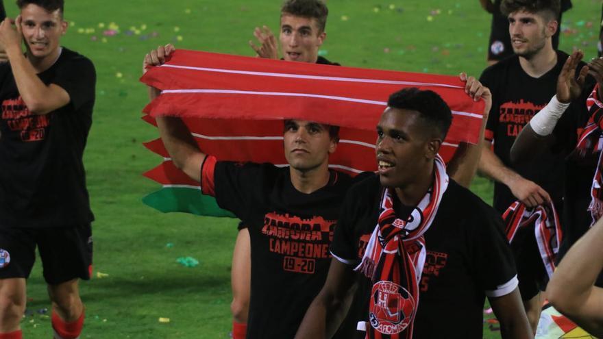Dani Hernández celebra el ascenso del Zamora ante la Segoviana.