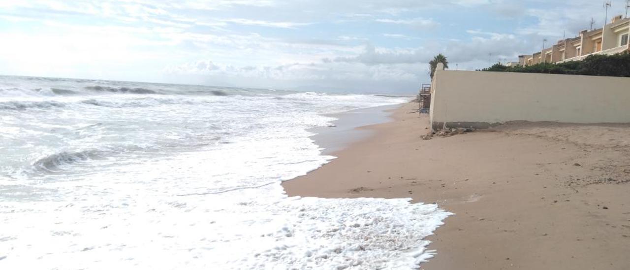 Estado en el que quedó la playa de la Goleta tras el último temporal de mar, el pasado mes de agosto.