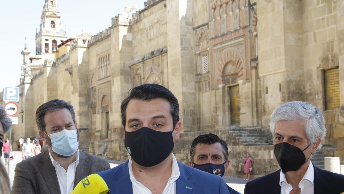 El alcalde de Córdoba pide responsabilidad a la ciudadanía para combatir esta quinta ola.