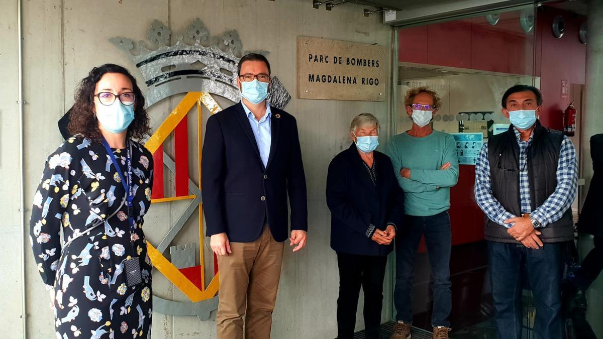Placa instalada esta mañana en el parque de bomberos de Palma con el nombre de Magdalena Rigo, la primer mujer integrante del cuerpo.