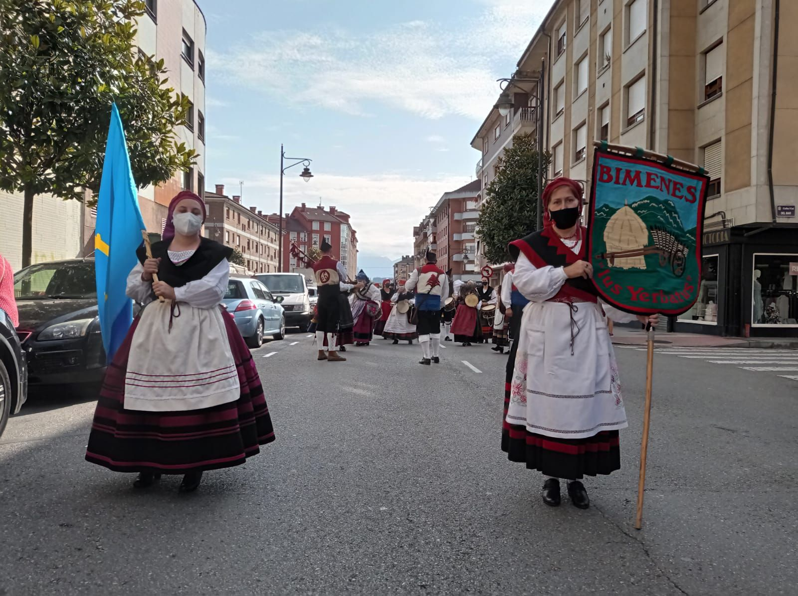Así ha sido el desfile y la XXXVII Muestra Folclórica Internacional de Lugones
