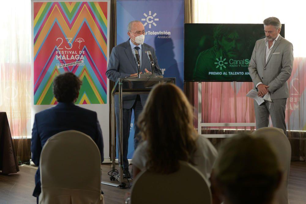 El actor malagueño recoge el premio Talento Andaluz que otorga Canal Sur, en el marco del Festival de Cine de Málaga. En el acto ha estado presente el alcalde de Málaga, Francisco de la Torre; Juan de Dios Mellado, director de RTVA; y Juan Antonio Vigar, director del certamen.