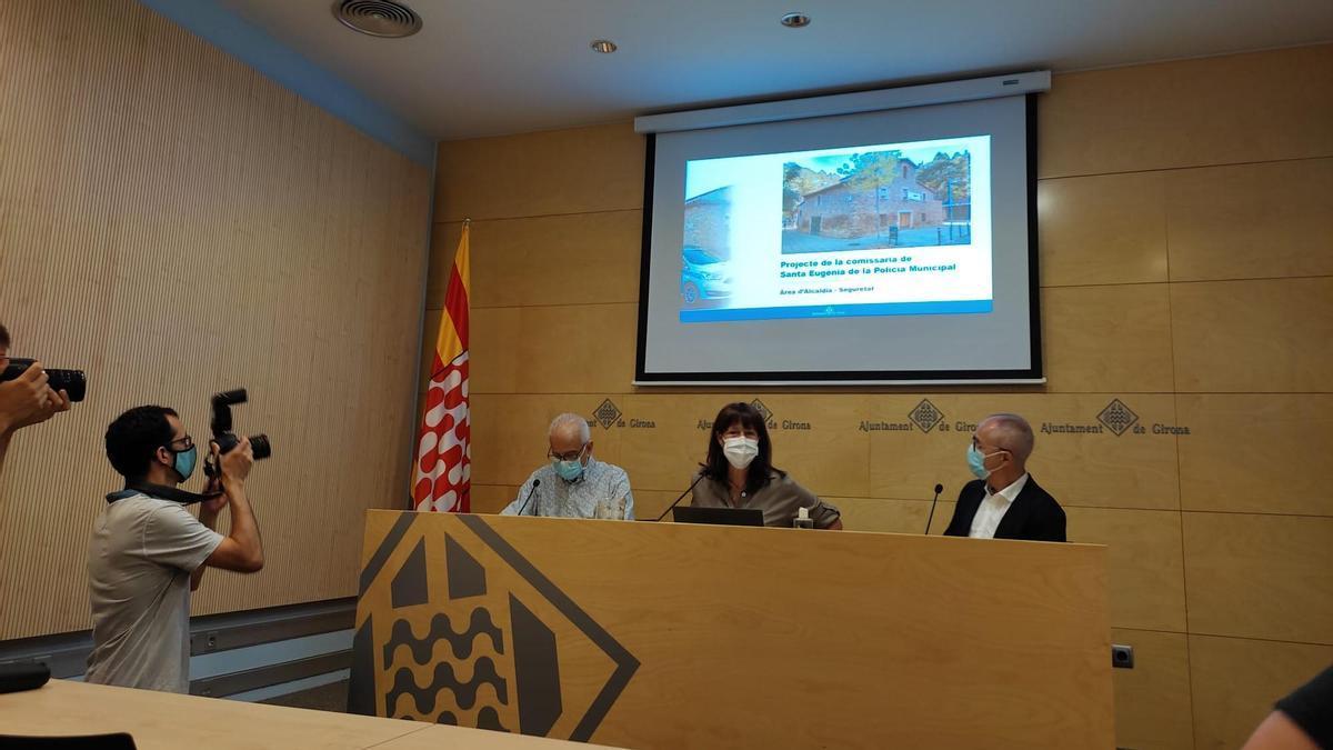 L'alcaldessa de Girona, Marta Madrenas, el regidor de Seguretat, Eduard Berloso, i el regidor d'Urbanisme, Lluís Martí, avui a l'Ajuntament.