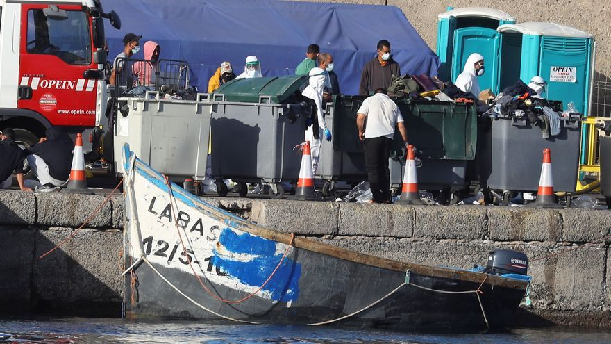 Salvamento lleva durante la noche a Arguineguín a 284 inmigrantes, uno muerto
