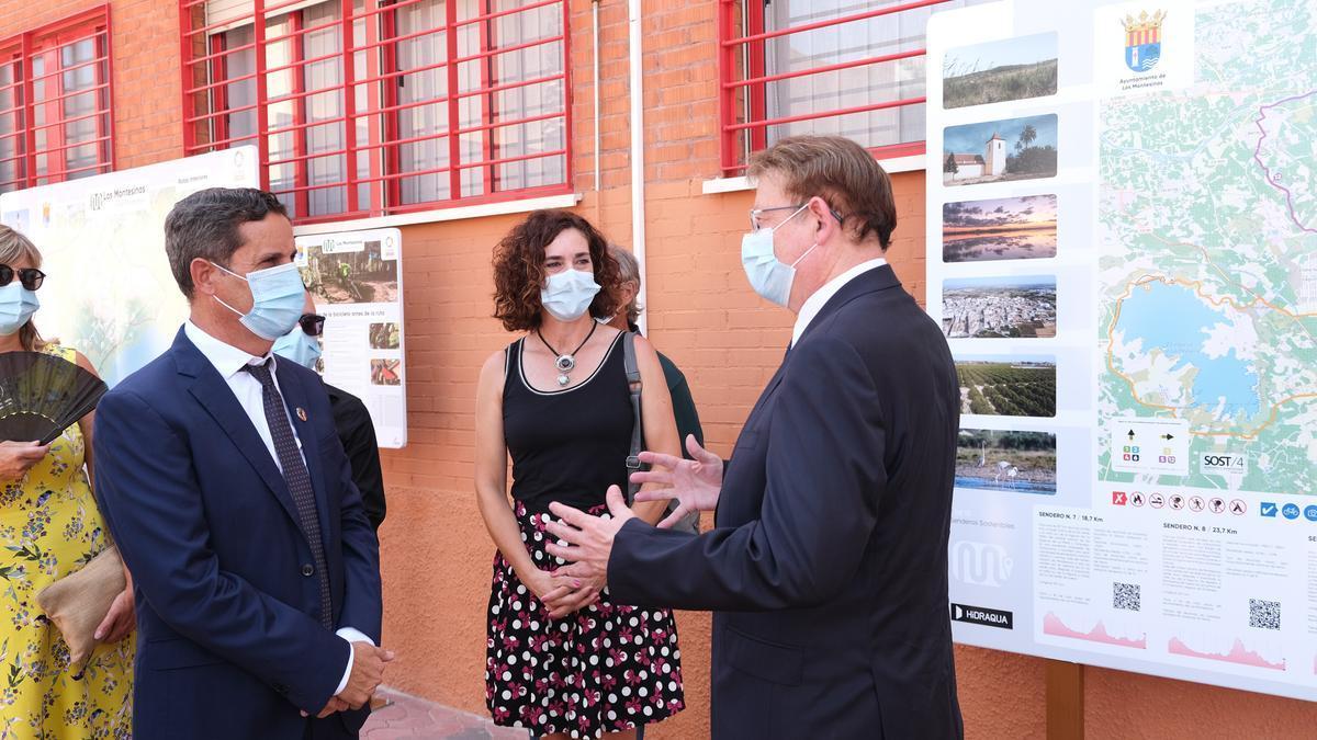 Imagen del alcalde de Los Montesinos, José Manuel Butrón (a la izquierda), la edil Ana Belén Juárez y el presidente de la Generalitat, Ximo Puig, en una visita al municipio
