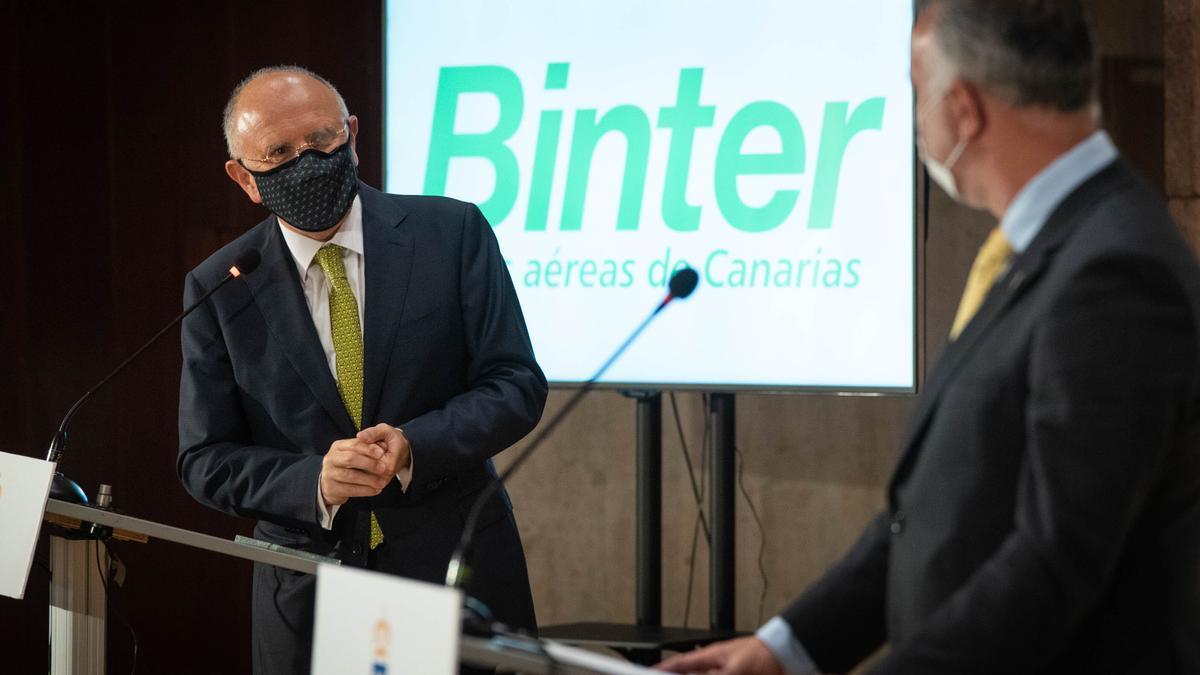 El presidente de Binter, Rodolfo Núñez, y el presidente canario, Ángel Víctor Torres.