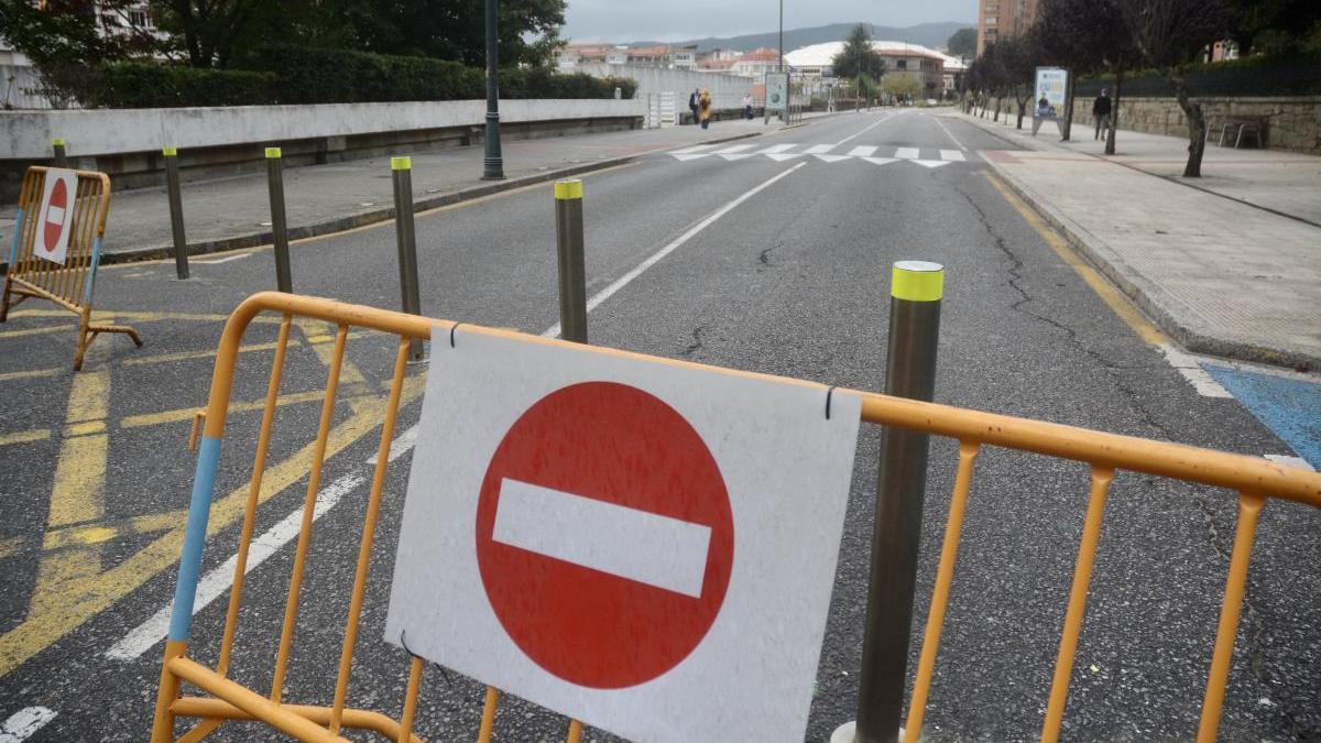 La calle Reina Victoria, cerrada al tráfico. // Rafa Vázquez
