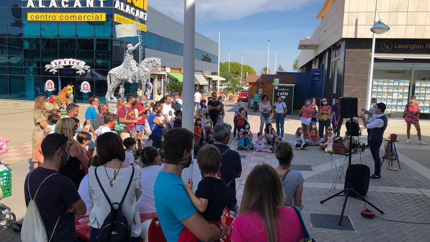 El centro comercial de Gran Alacant se llena de actividades familiares los fines de semana