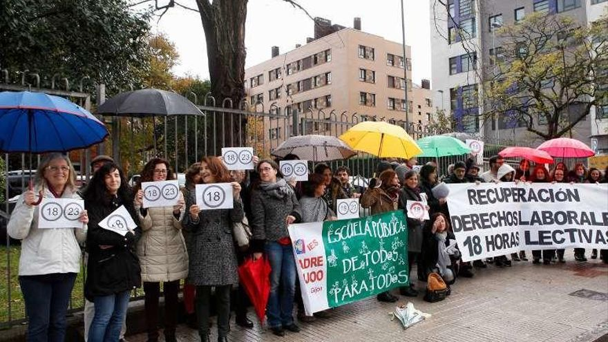 """Los profesores de Secundaria piden una rebaja en su horario: """"Nos tiene frayaos"""""""