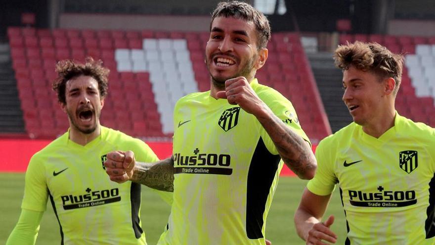 El Atlético tumba al Granada y da un paso más hacia el título