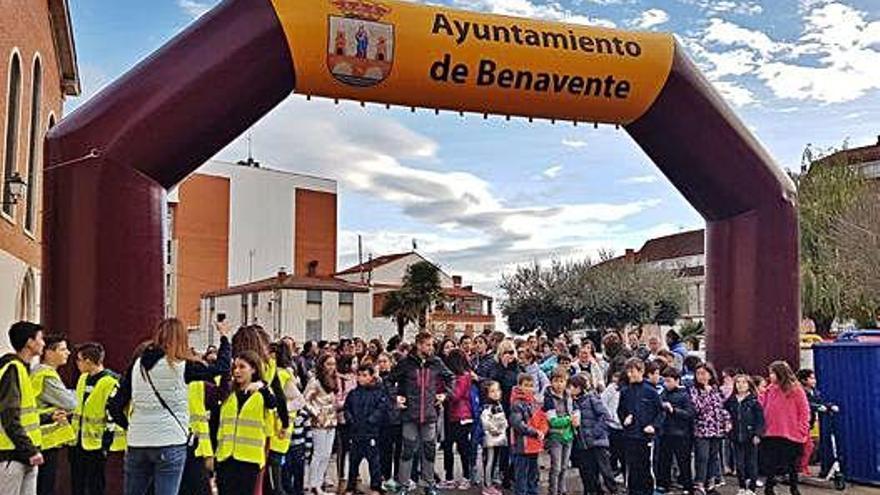 """La """"Marcha solidaria a pie"""" del San Vicente de Paúl reúne a unas 250 personas"""