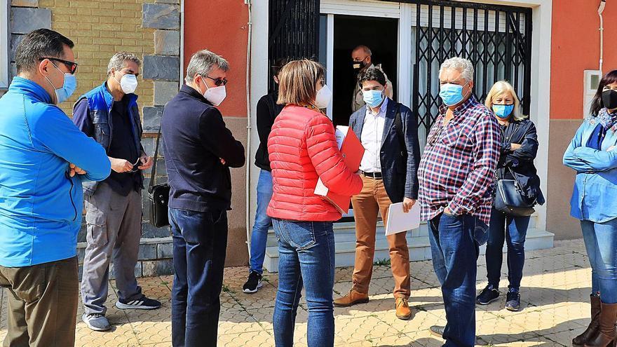 Los vecinos de Los Nietos se niegan a entregar las llaves de su casa a Costas