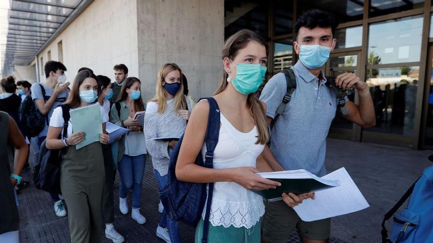 Los adolescentes se vacunarán antes del próximo curso escolar
