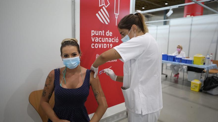 Comienza la inmunización de los veinteañeros en los vacunódromos de la provincia de Alicante