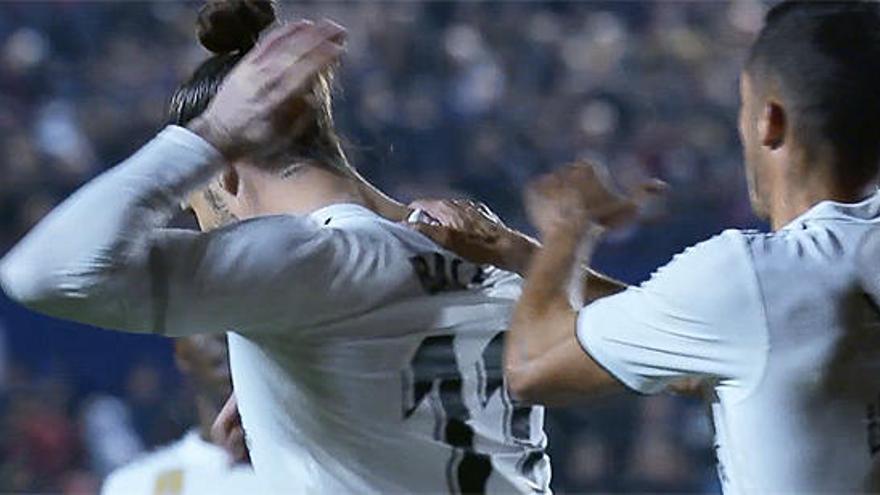 Bale rechaza la felicitación de Lucas Vázquez