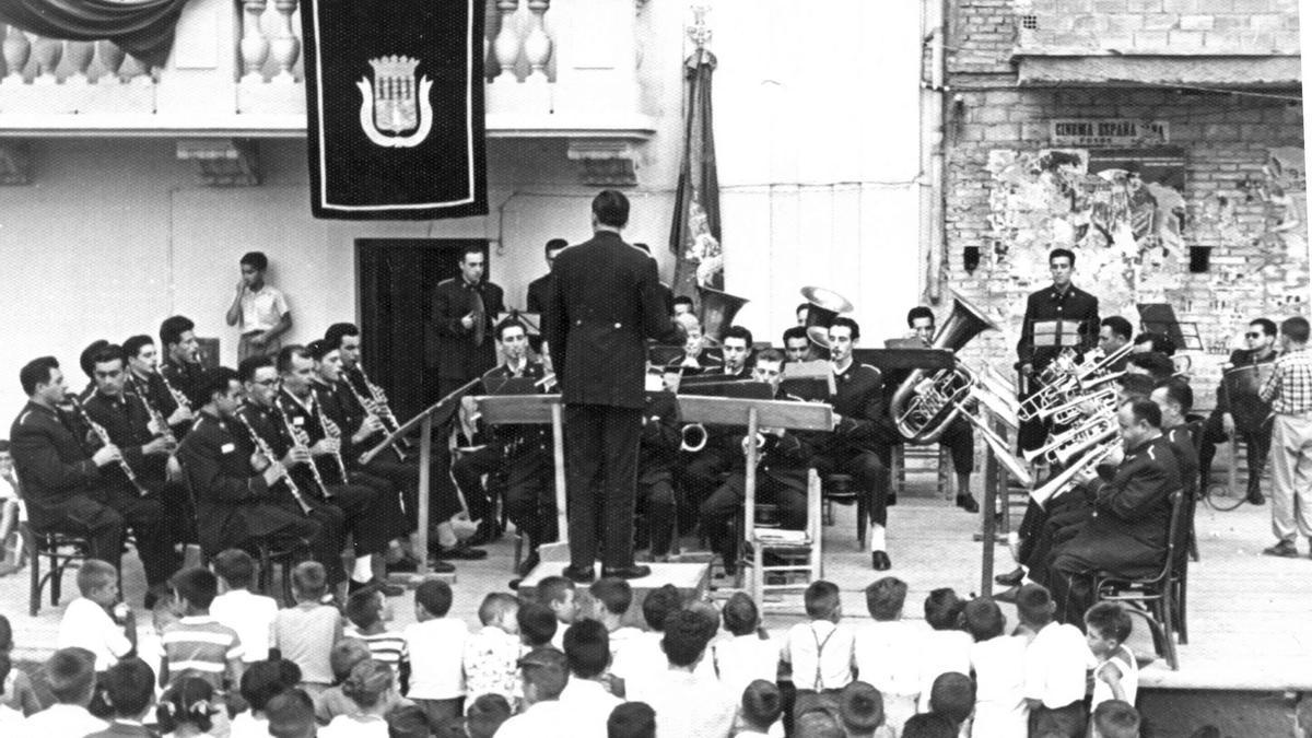 La banda del Centre Artístic Santa Cecilia, en un concierto