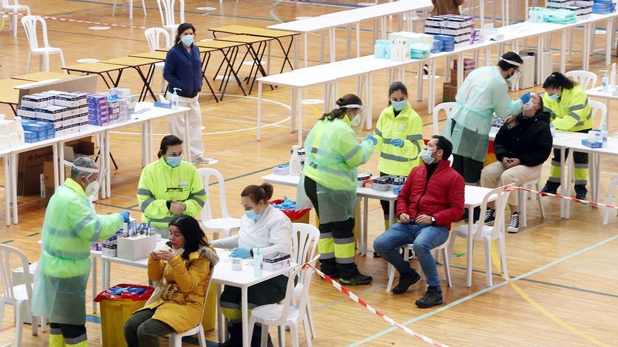 Cribado masivo entre jóvenes para frenar la variante brasileña