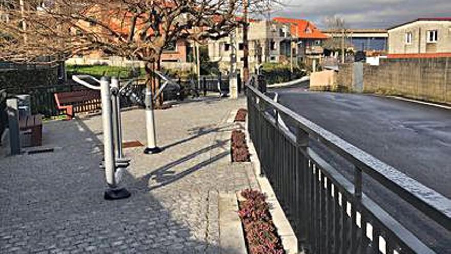 Baíña estrena área de ejercicio junto al Camiño dos Eidos
