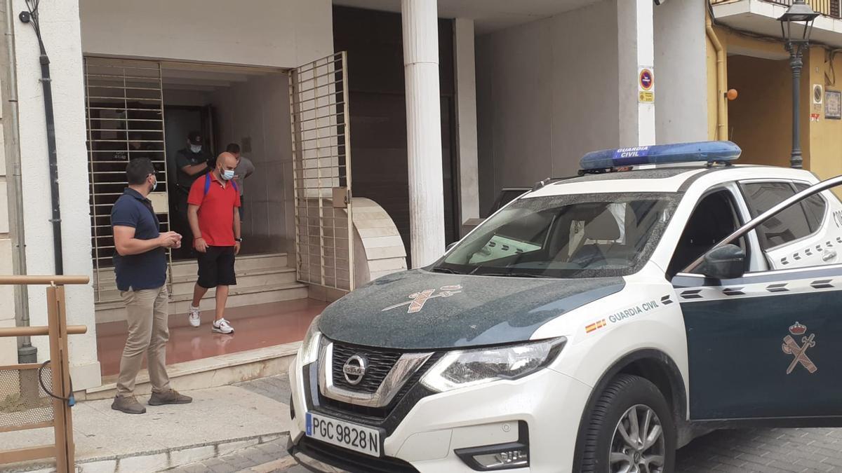 Momento de la salida del juzgado de Alzira del asesino de Wafaa