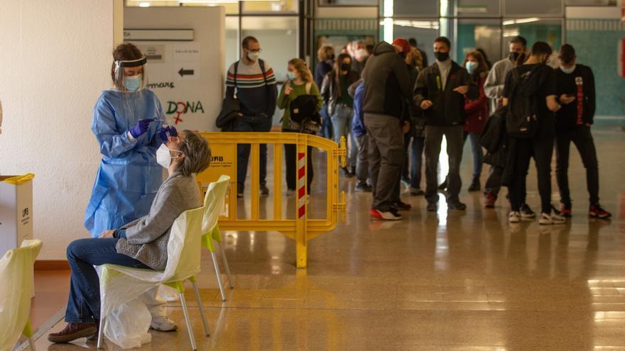 Los contagios se desbocan en Cataluña: 5.206 nuevos diagnósticos en 24 horas