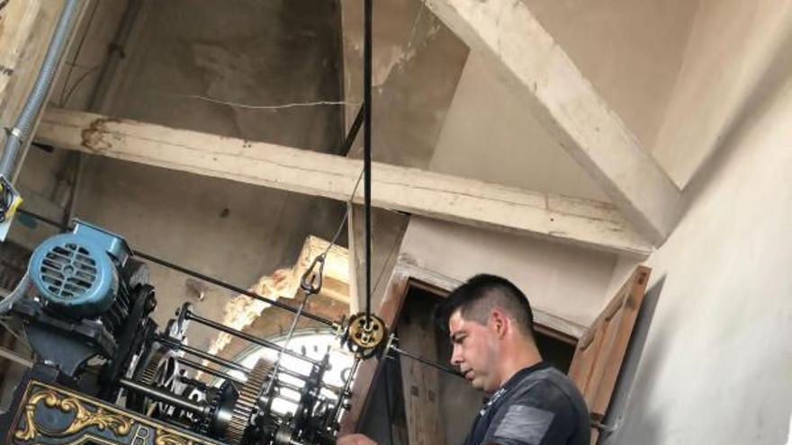 Bellreguard restaura el reloj del campanario adquirido en 1947
