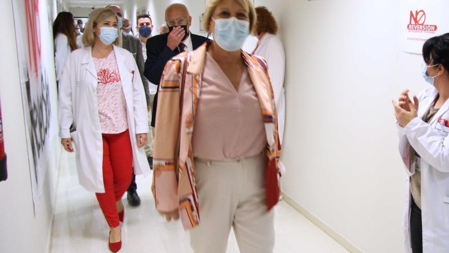 Así han recibido personal del Hospital Universitario de Torrevieja al nuevo comisionado de la Generalitat Valenciana