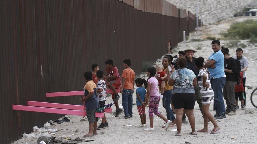 Empresarios mexicanos se arriesgan para cruzar la frontera para salvar su economía