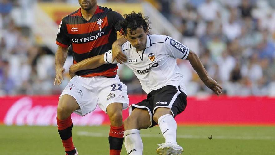 El Almería convoca a Tino Costa para recibir al Oviedo