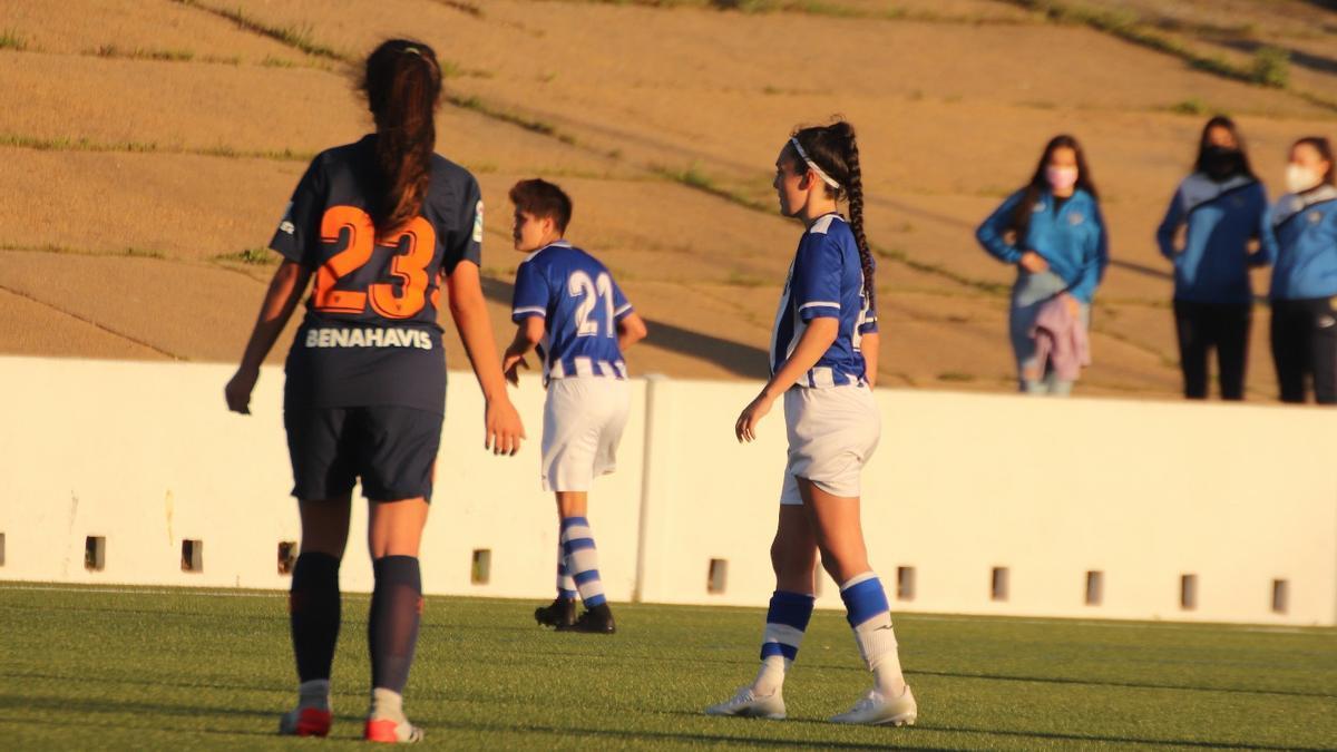 Andrea Baena, a la derecha, durante un encuentro.