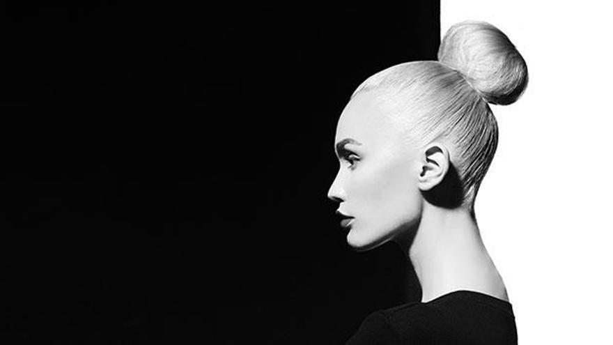 Cómo llevar el pelo blanco o gris y no morir en el intento