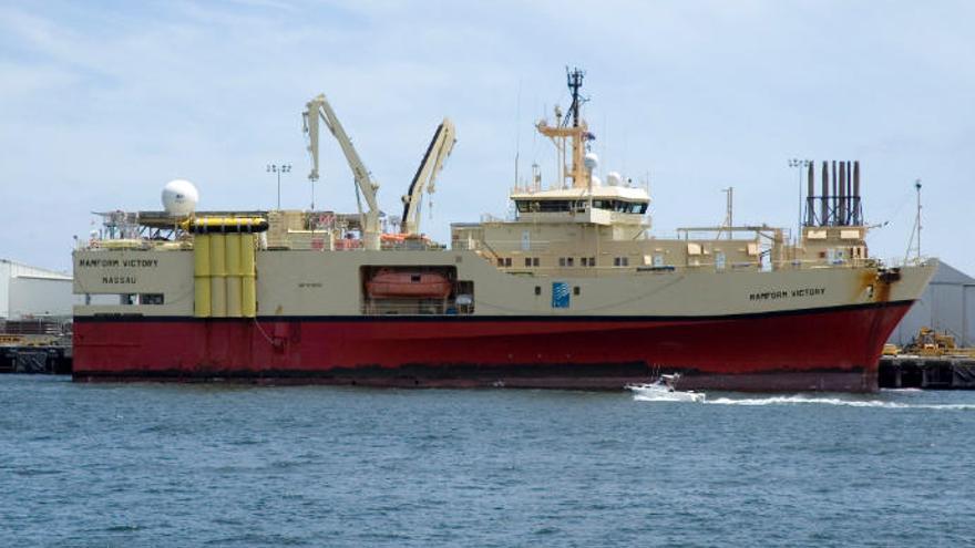 """Denuncia la presencia de un buque """"busca minerales"""" en aguas Canarias"""